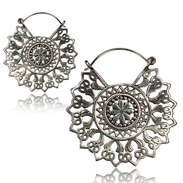 \'\'Kajya Pali\'\' earrings