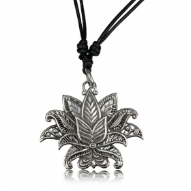 \'\'Lotus Nilam Pali\'\' necklace