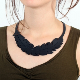 ""\\""""Feather\"""" inner tube necklace""280|280|?|en|2|59f9d059e656d4624c14c1192f7c42fa|False|UNLIKELY|0.36024487018585205