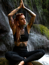 "Sujetador \""CrissCross yoga\"", Negro con estampado Tetris"